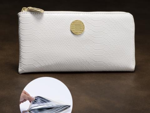 白蛇財布と金運財布がいっしょになった、とてもお得な金運財布です。