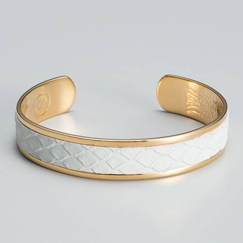 えんぎ屋水晶院ラッキーショップさんの白蛇の腕輪です