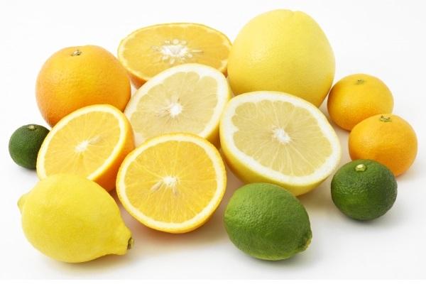 様々な色の柑橘類